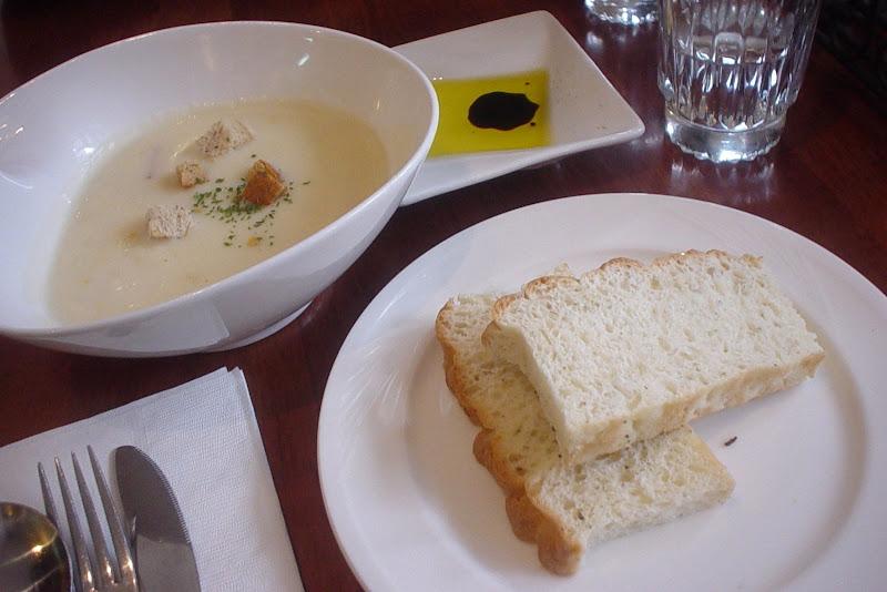 套餐的湯跟麵包