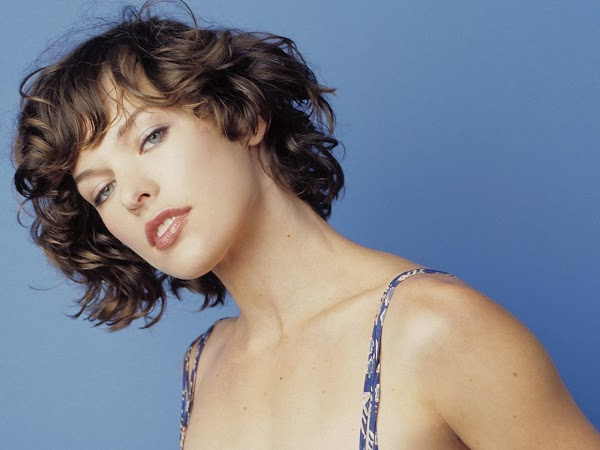 Milla Jovovich:wallpaper0