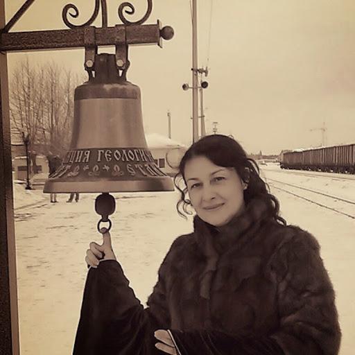 Верующие скорбят. По дороге на концерт погибла известная православная певица. Осиротело пятеро детей