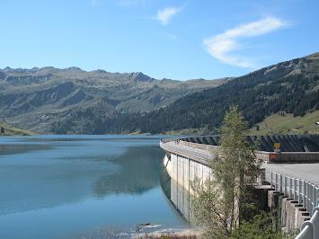 Rouler sur le barrage de Roselend