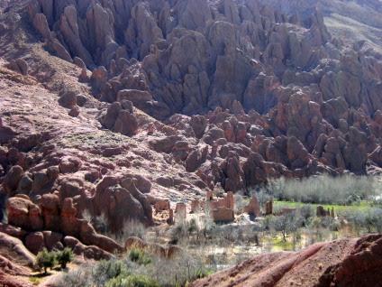 Kasbah vor Affenfelsen, Oued Dades, Atlas-Gebirge, Marokko