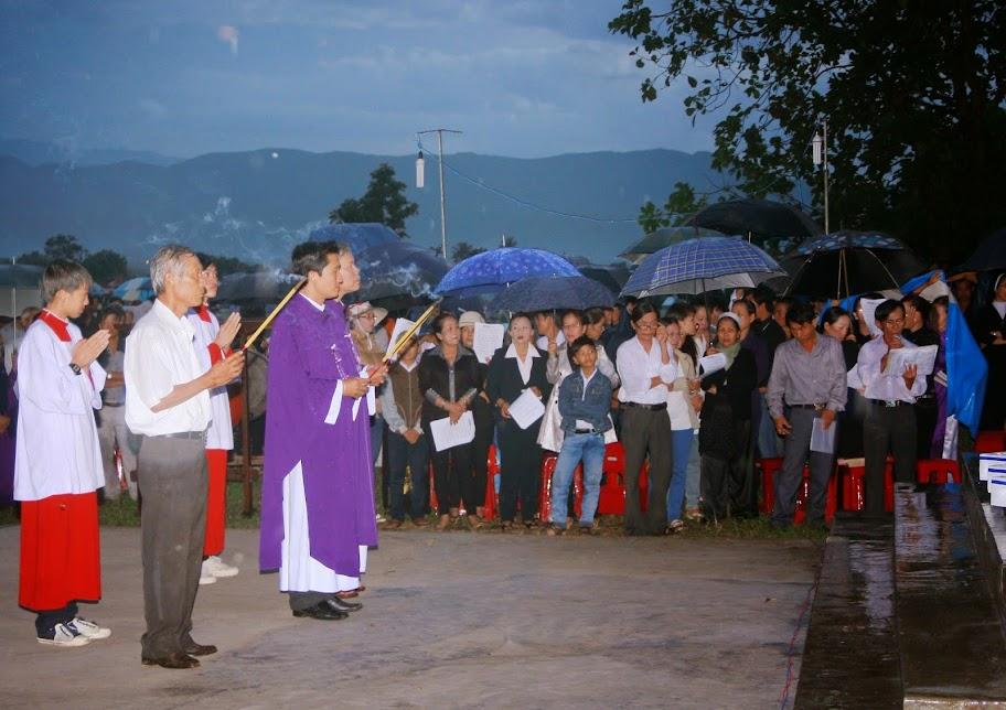 Giáo xứ Song Mỹ: Cơn mưa ấm áp trong ngày lễ cầu cho các linh hồn