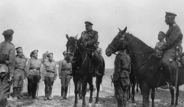 Генерал Безобразов беседует с войсками
