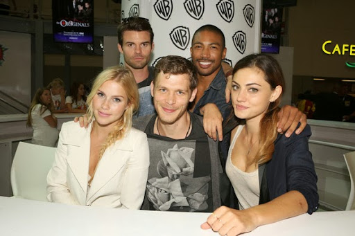 Phoebe+Tonkin+Claire+Holt+Warner+Bros+Entertainment+XObUqxRmGQ3l.jpg