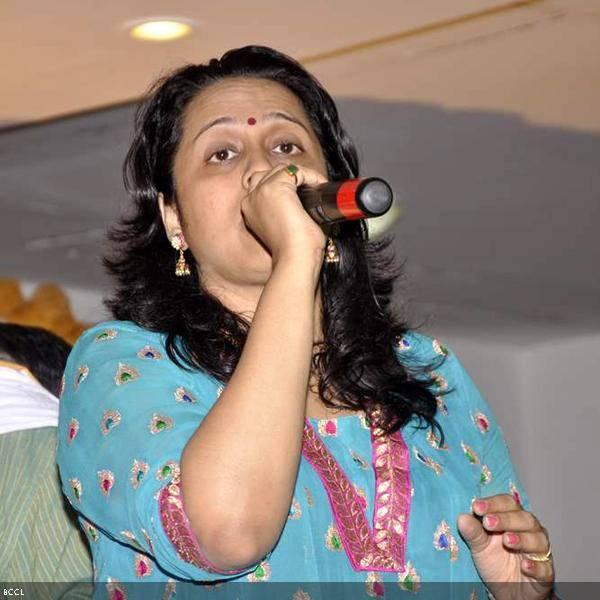 Vaishali Samant performs at Ramesh and Seema Deo's 50th wedding anniversary, held at ISKCON, in Mumbai, on July 1, 2013. (Pic: Viral Bhayani)