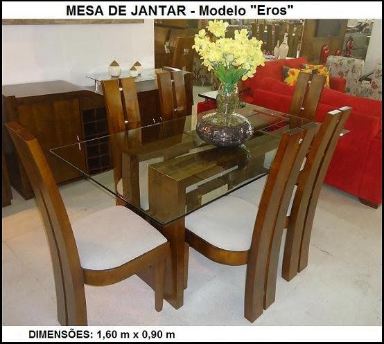 mesa pequena com 06 cadeiras