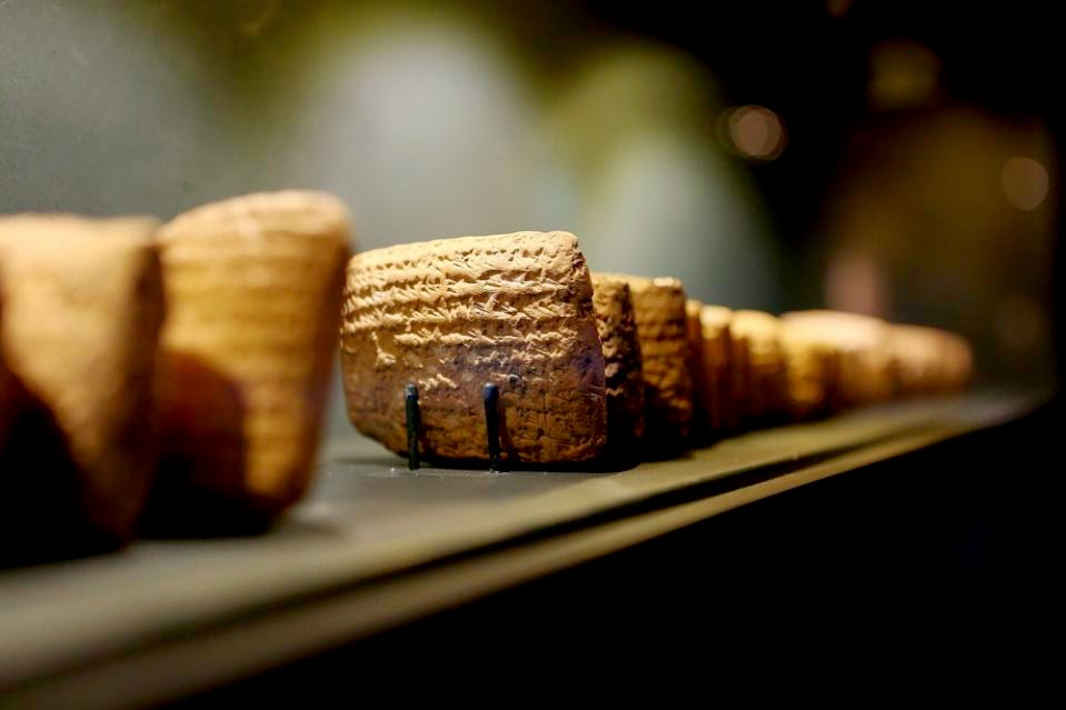 Israel: Ancient tablets displayed in Jerusalem fuel looting debate
