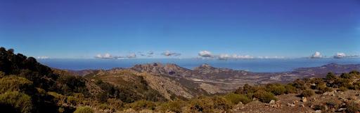 ...on y débouche avec une vue panoramique pas dégueu qui donne sur Calvi