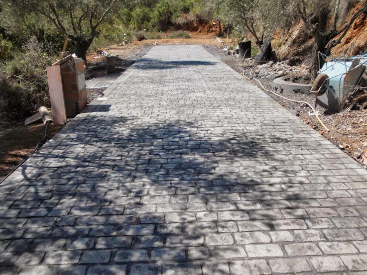 Caminos y accesos al jard n con pavimentos de hormig n for Pavimentos de jardin
