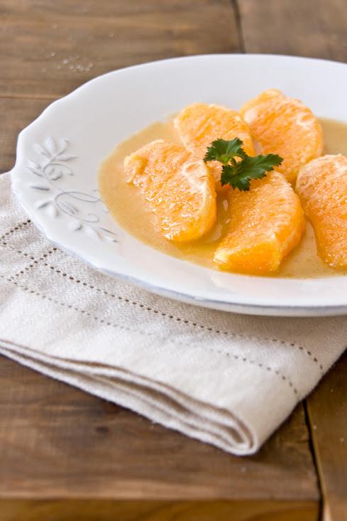 Naranjas en salsa de miel y almendras