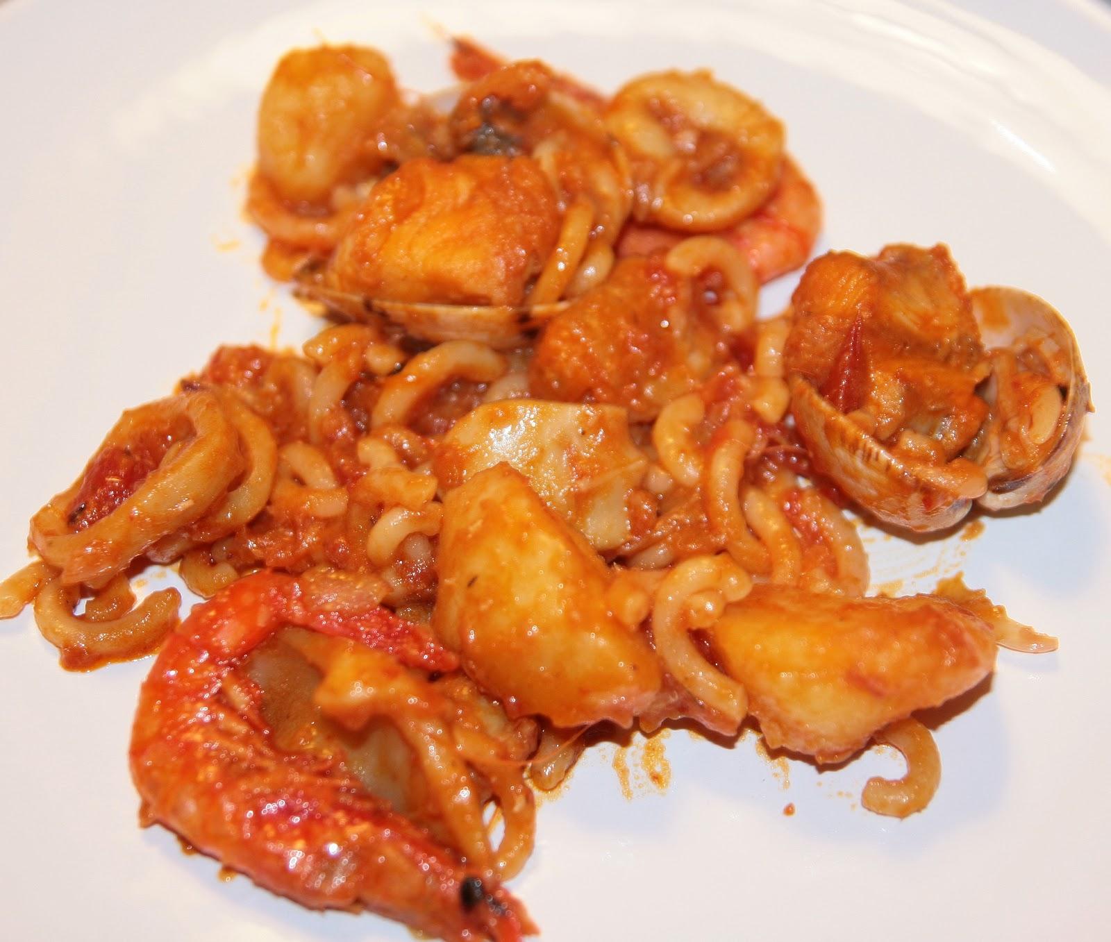 Comer y contar zarzuela de pescado con fideos for Cocinar zarzuela