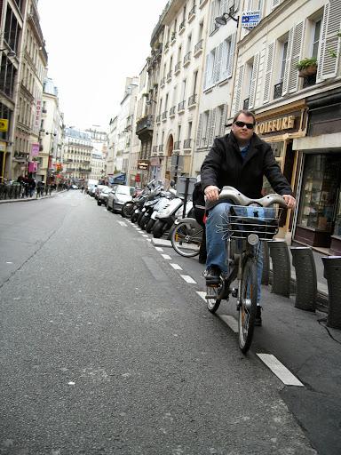 Drew Odom, biking in Paris