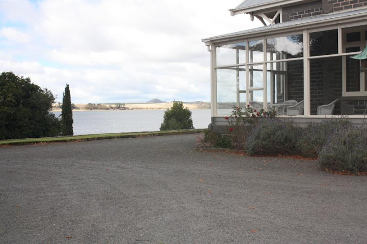 external image 3551-Princes-Highway-Camperdown-VIC-3260-Real-Estate-photo-5-large-3933547.jpg