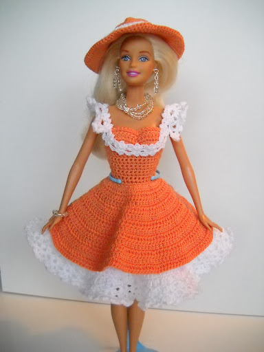 فساتين للعروسة باربي الكروشية طريقة ملابس لعرائس الاطفال DSCN1714.jpg