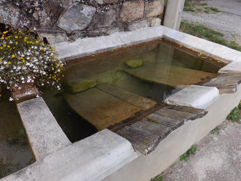 Un bassin lavoir à Quet en Beaumont