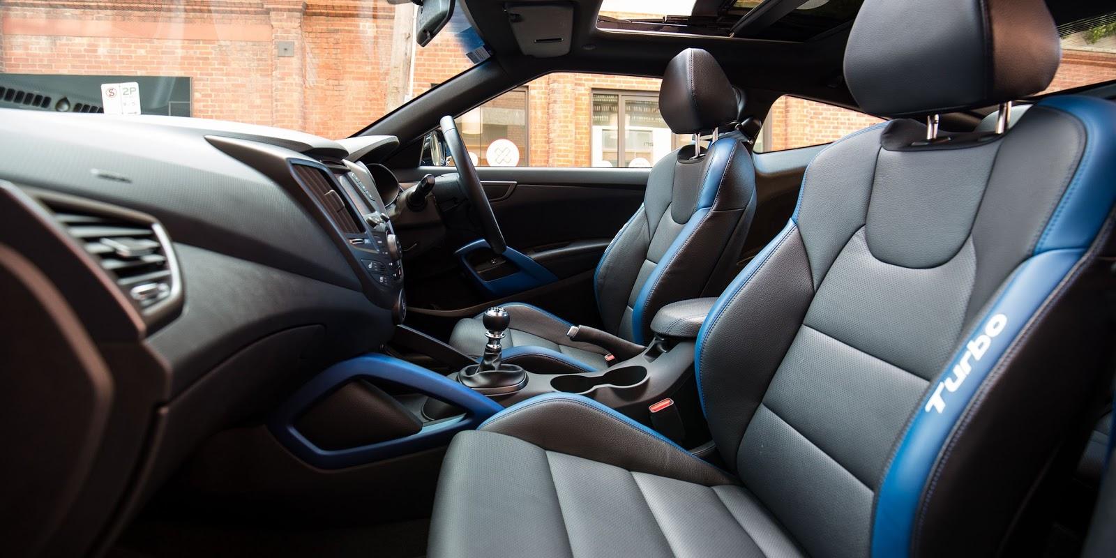 Hàng ghế trước chắc chắn, đây là bản Turbo, nên sẽ có khác biệt với bản cơ sở