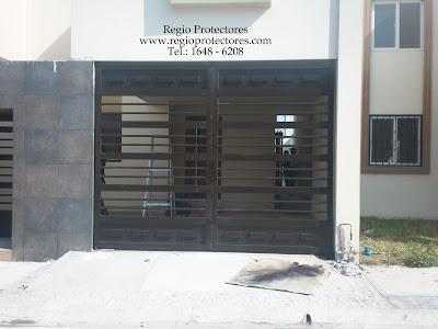 Portón abatible, instalado en el Fracc. Las Lomas sector Jardines
