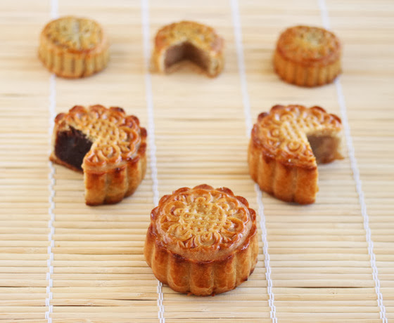 photo of tradition moon cakes