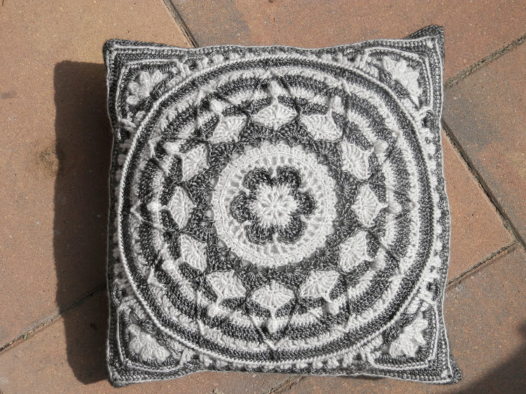 Sophie's Universe in Ebony & Ivory