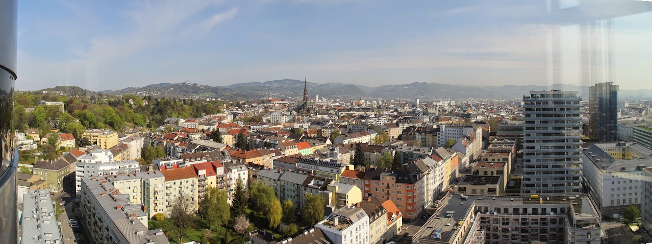 Pogled na Linz iz Stolpa znanja