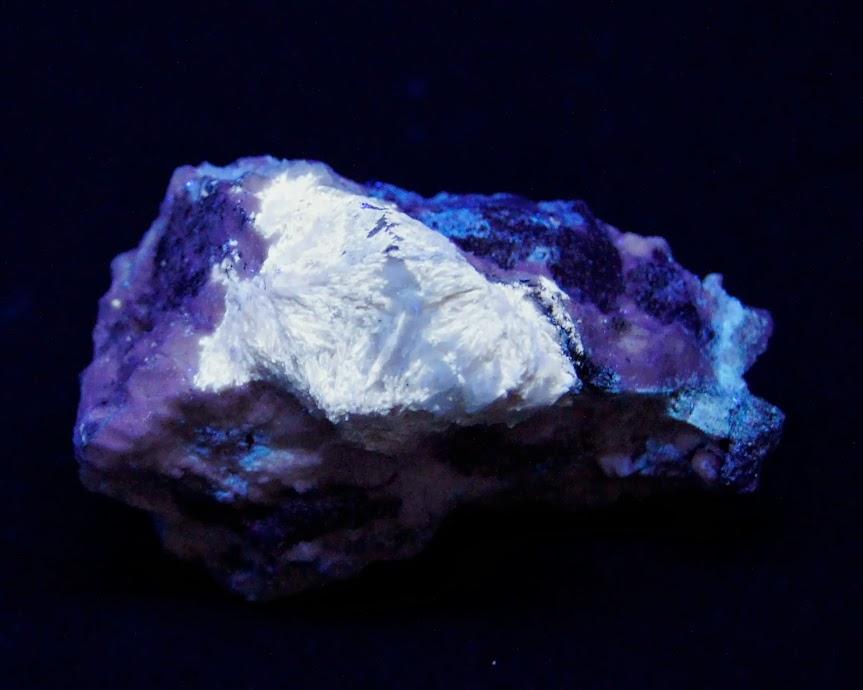 Colección de Minerales Fluorescentes - Página 3 Estroncianita+quebec%252CUVl.