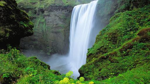 Skogafoss Waterfall, Southern Iceland.jpg
