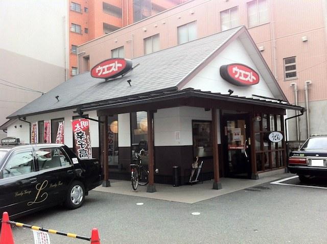 うどんウエスト那の川店は百年橋通りにあり、駐車場完備してます。