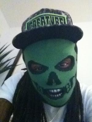 Foto do Lil Wayne com máscara verde