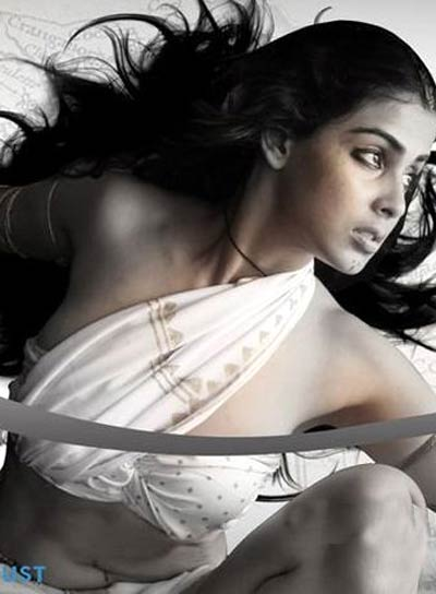 GENELIA DSOUZA BEAUTIFUL HOT SEXY PICS IN URUMI
