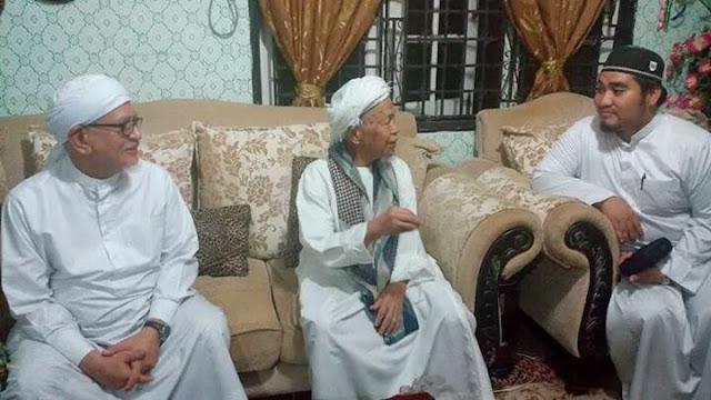 Gambar TG Nik Aziz Dan TG Haji Hadi Di #prkpengkalankubor