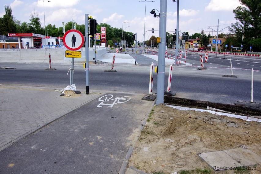 Skrzyżowanie dla samochodów otwarte jest od 4 tygodni... piesi i rowerzyści ZAKAZ