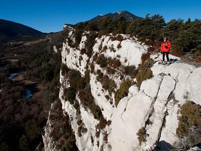 Cingles de Vallcebre, amb la Serra d'Ensija al fons
