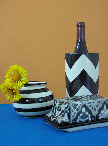 black and white table accessories