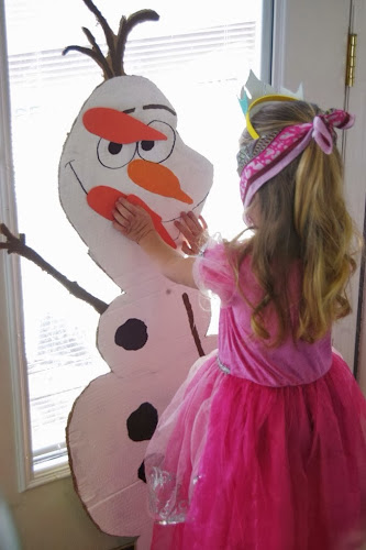 Pin the nose on Olaf, Frozen birthday party, Olaf