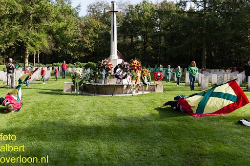 herdenkingsdienst  en een stille tocht naar het Engelse kerkhof 12-10-2014 (84).jpg