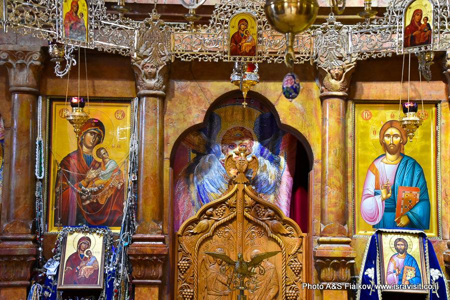 Интерьер православной церкви 12 апостолов в Капернауме. Гид в Израиле Светлана Фиалкова.