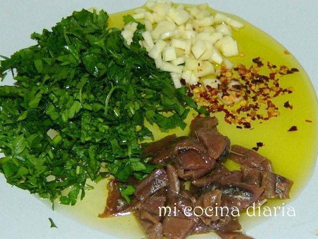 Pasta con anchoas, ajo y peperonchino (Паста с анчоусами, чесноком и перерончино)