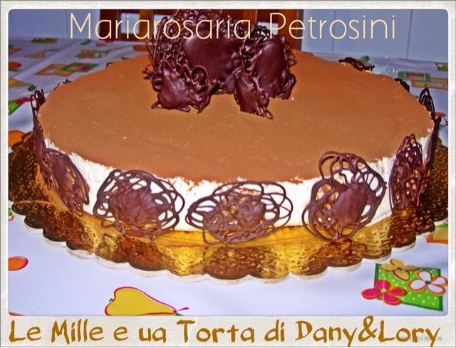 torta con bavarese al cioccolato bianco e nocciole con cuore di ganacheal cioccolato al latte