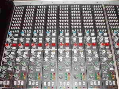 SSL 4000 desk