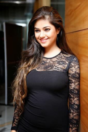 Meera Chopra Photos