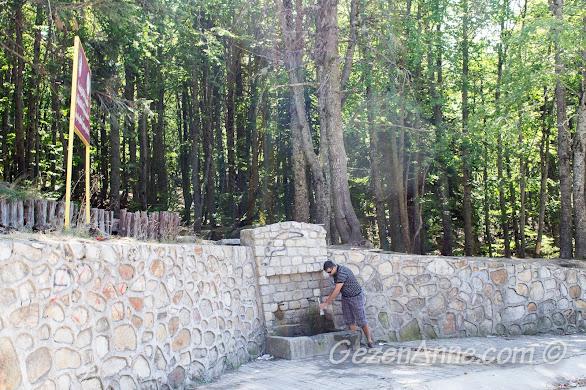 Bursa, Uludağ Milli Parkı'nda buz gibi su akan çeşmelerden