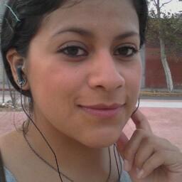 Laura Calzada Photo 17