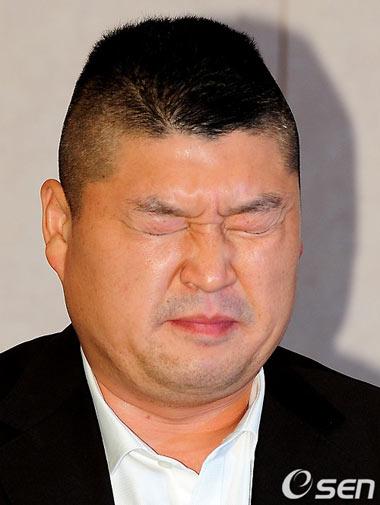 ต่อไปนี้อีกพักใหญ่เราจะไม่ได้เห็น Kang Ho Dong ทางหน้าจอทีวีอีกแล้ว