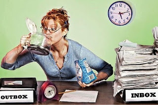 Estresse no trabalho induz mulheres a comer mais