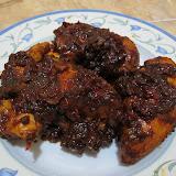 Fried chicken with tamarind spicy sauce