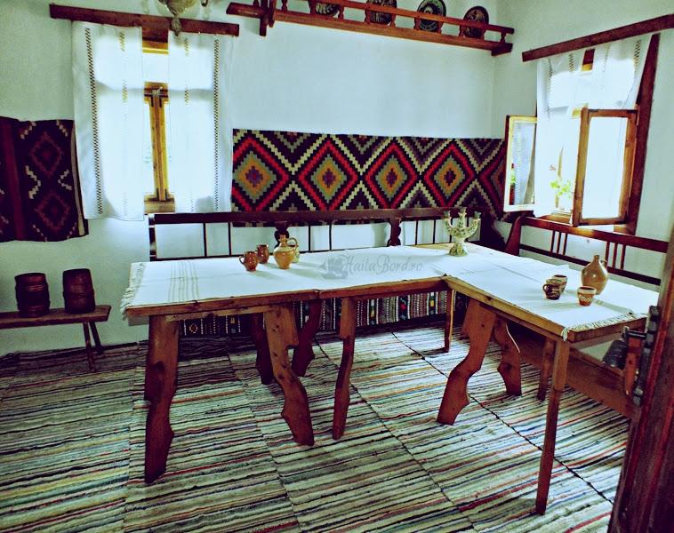 crasma muzeul satului bucovinean suceava