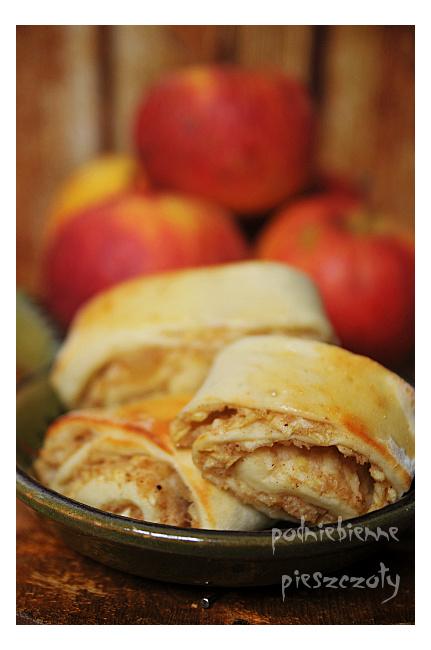 Drożdżowe ślimaczki z jabłkami i przyprawą korzenną