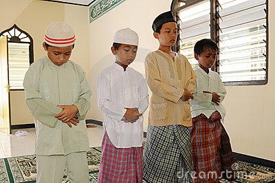 nama anak islam modern