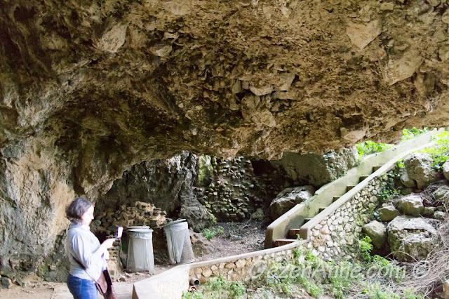 Grotta di Matermania'da haritadan yerimizi bulmaya çalışırken