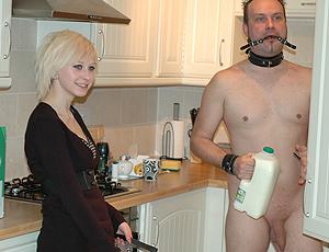 Mre surprise dans la cuisine
